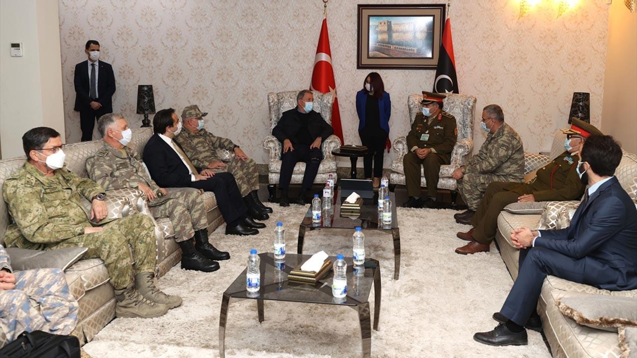 Bakan Akar ve kuvvet komutanları Libya'ya gitti