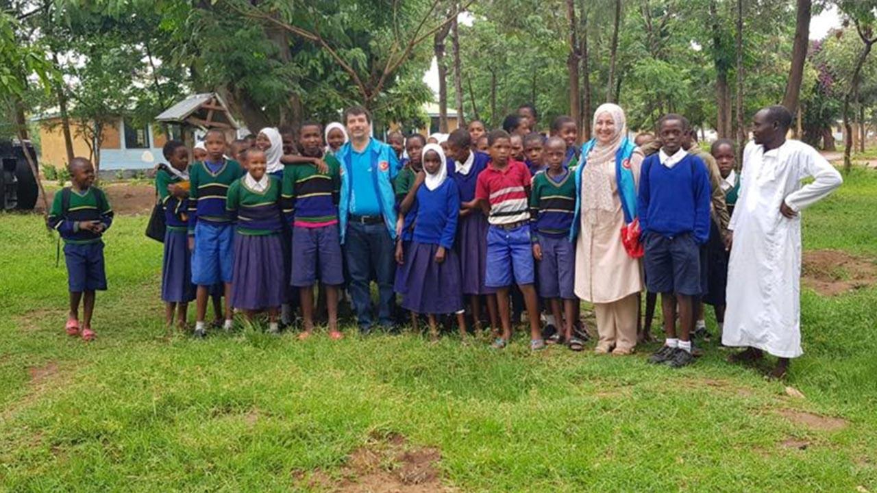 Almanya'daki Müslümanlardan Afrika'ya yarım eli