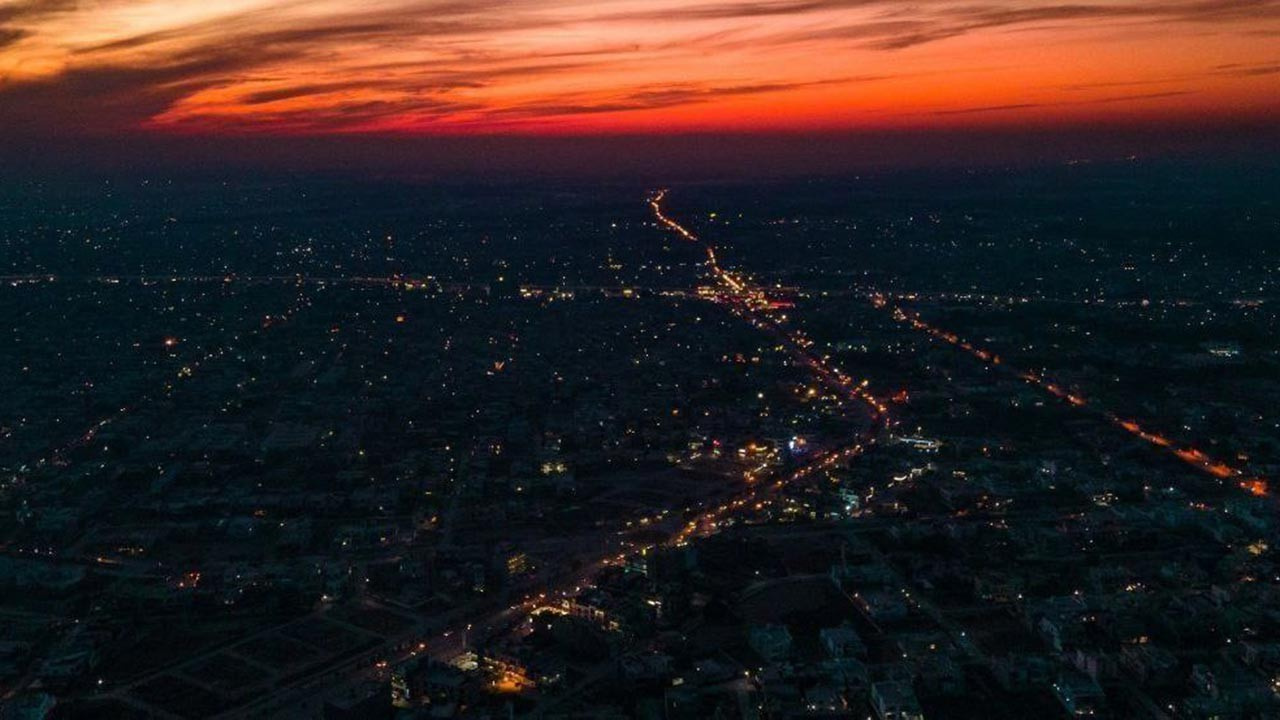 Pakistan'da birçok şehirde elektrikler kesildi