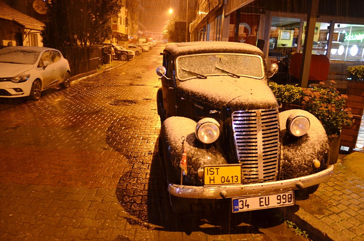 İstanbul güne karla uyandı - Sayfa 1