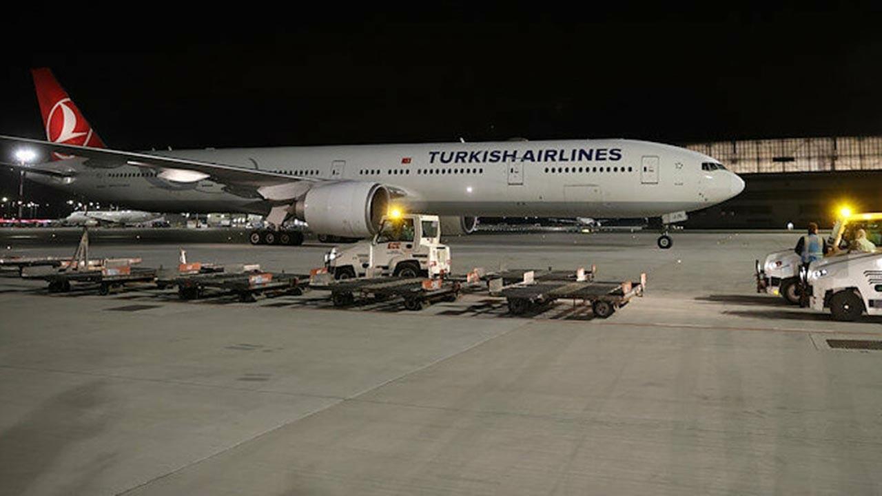 Aşıları taşıyan uçak İstanbul'a indi