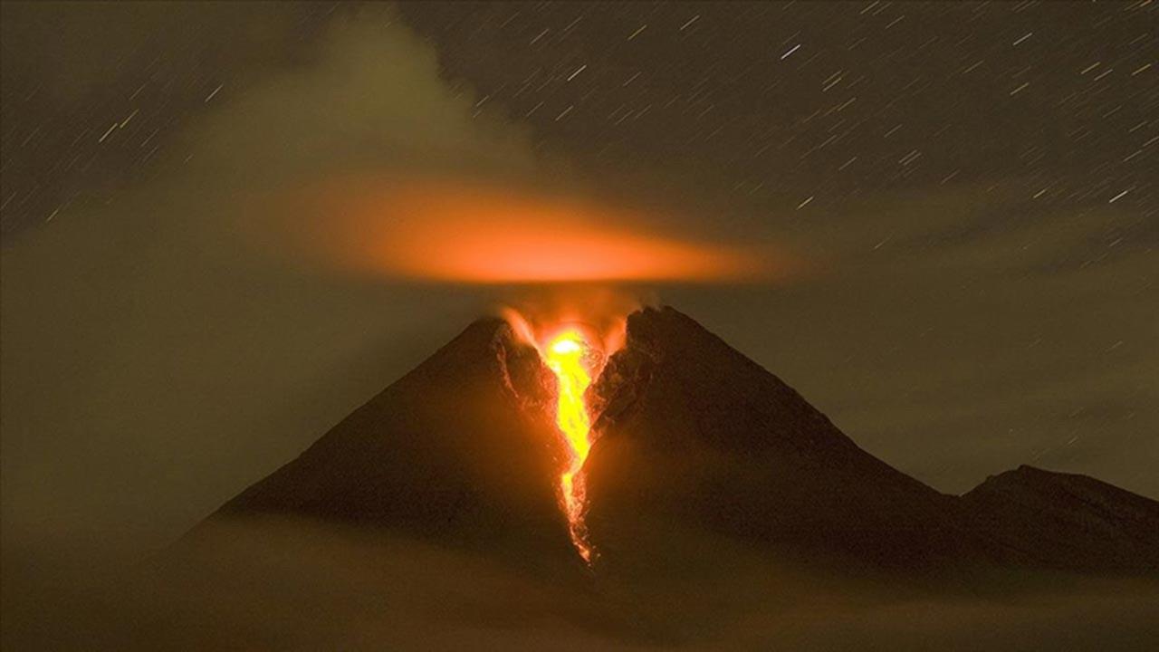 Merapi son 24 saatte 52 kez patladı