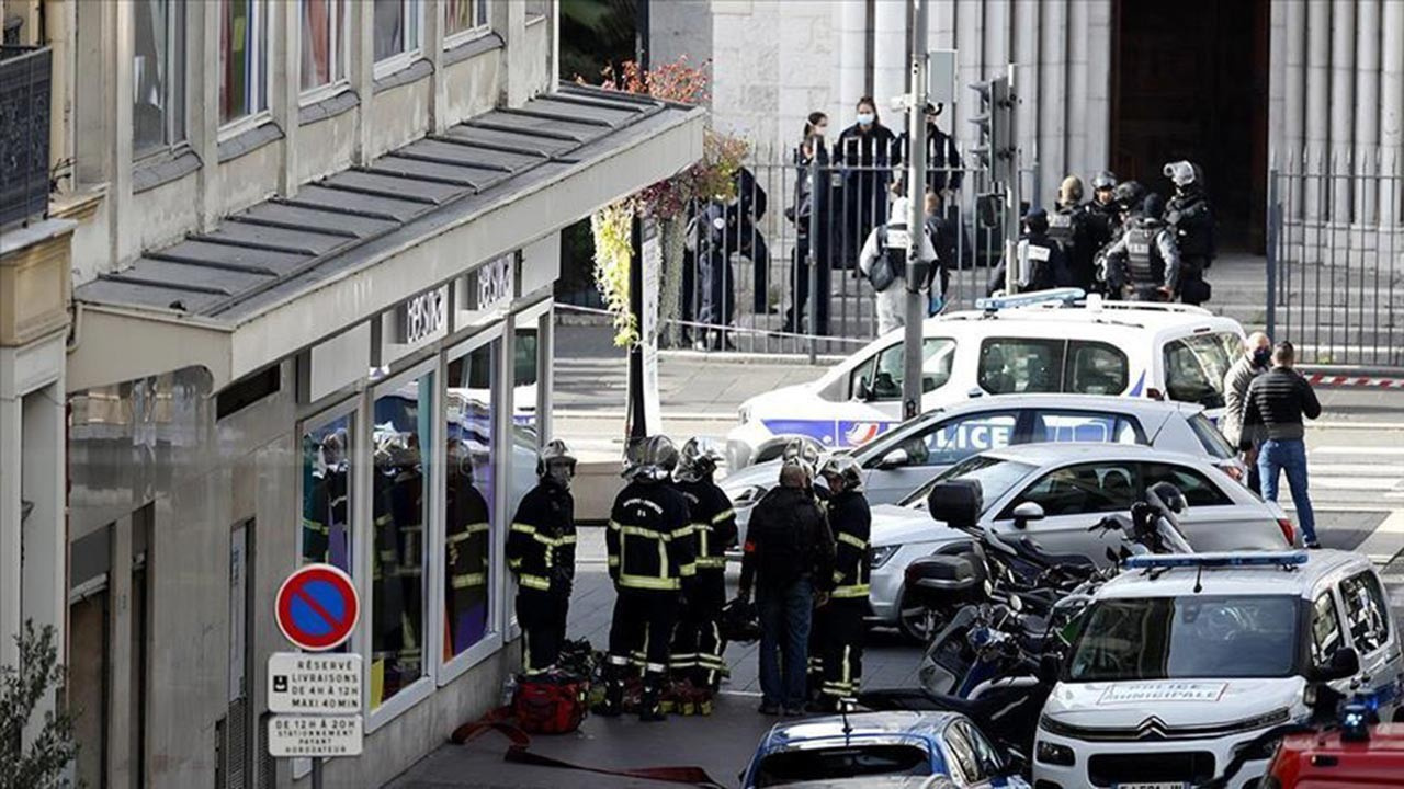 Fransa Müslüman esnafa taktı