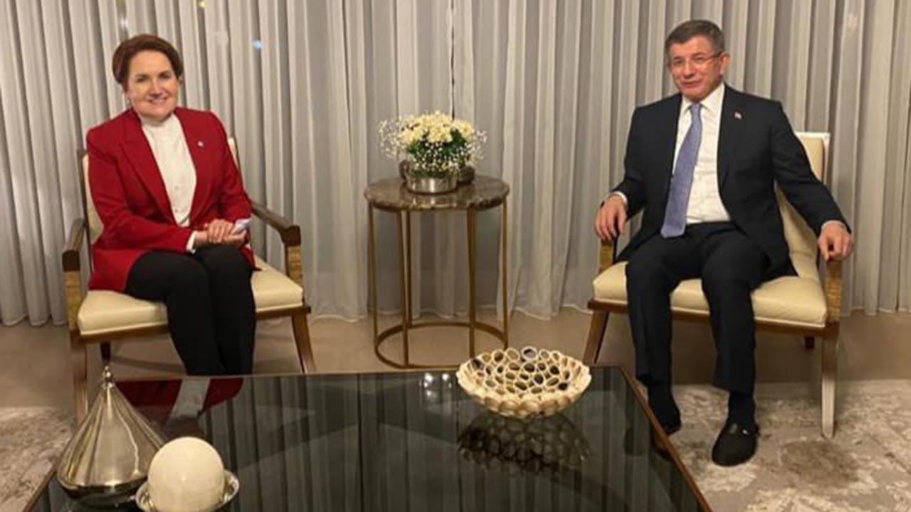 Akşener, Davutoğlu'nu evinde ziyaret etti
