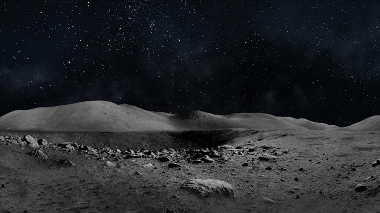 Ay üzerinde unutulan golf topları bulundu iddiası