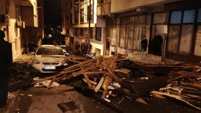 İstanbul'da çatılar uçtu, araçlar parçlanadı - Sayfa 4