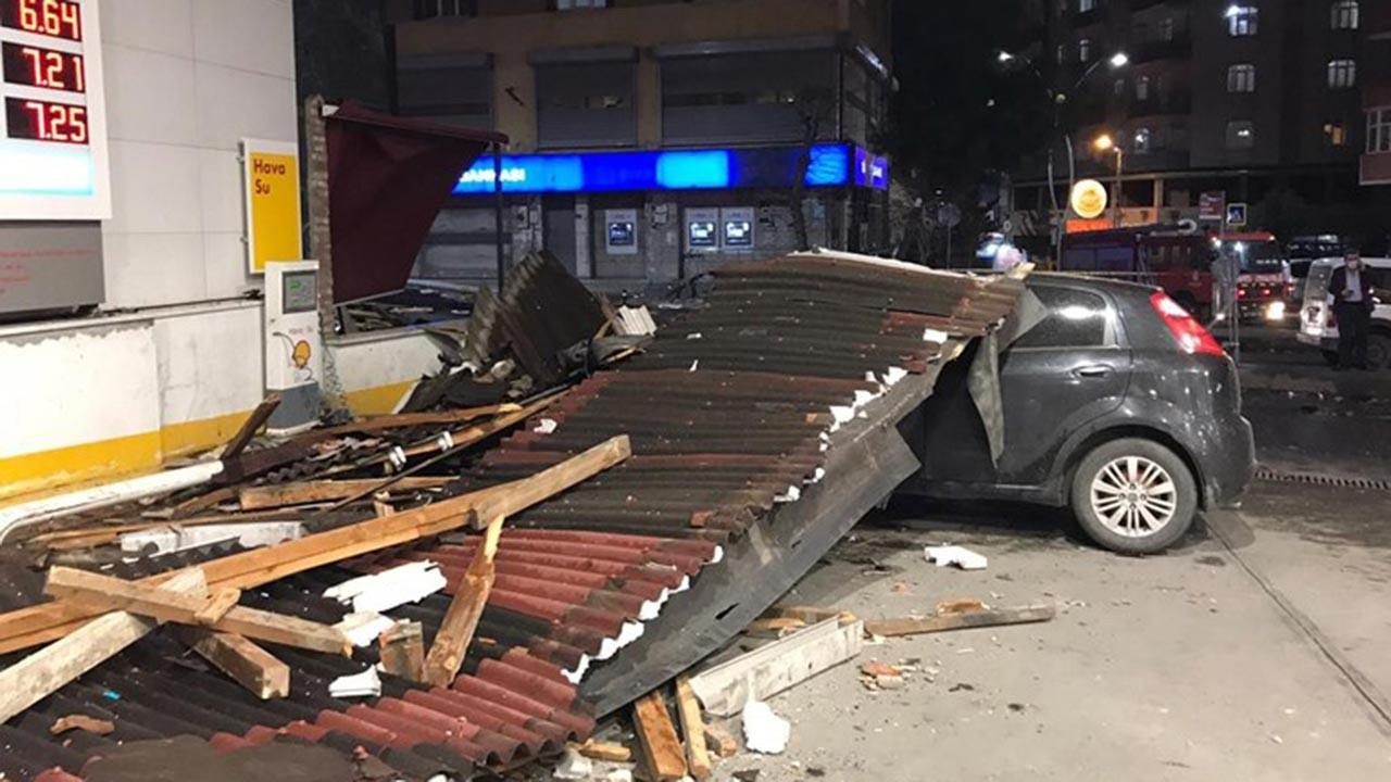 İstanbul'da çatılar uçtu, araçlar parçlanadı
