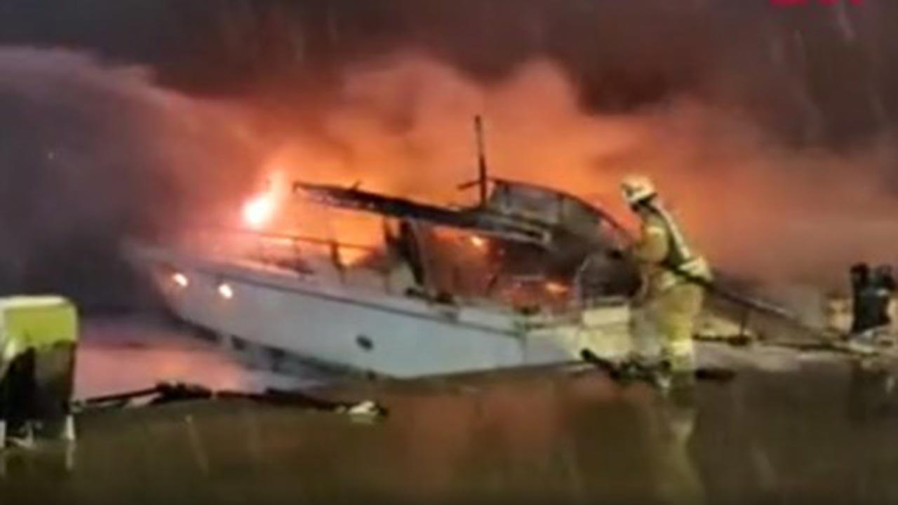 'Boğaz'da iki tekne alev alev yandı