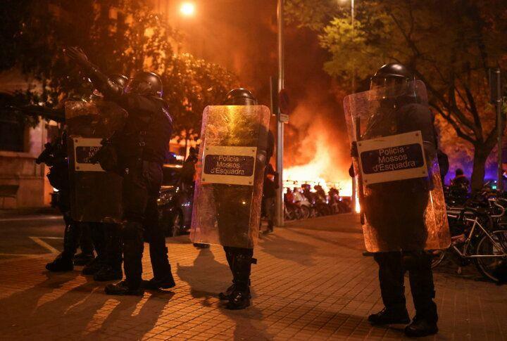 İspanya sokaklarını ateşe verdiler - Sayfa 2