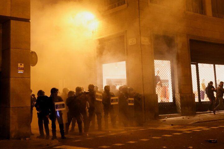 İspanya sokaklarını ateşe verdiler - Sayfa 3