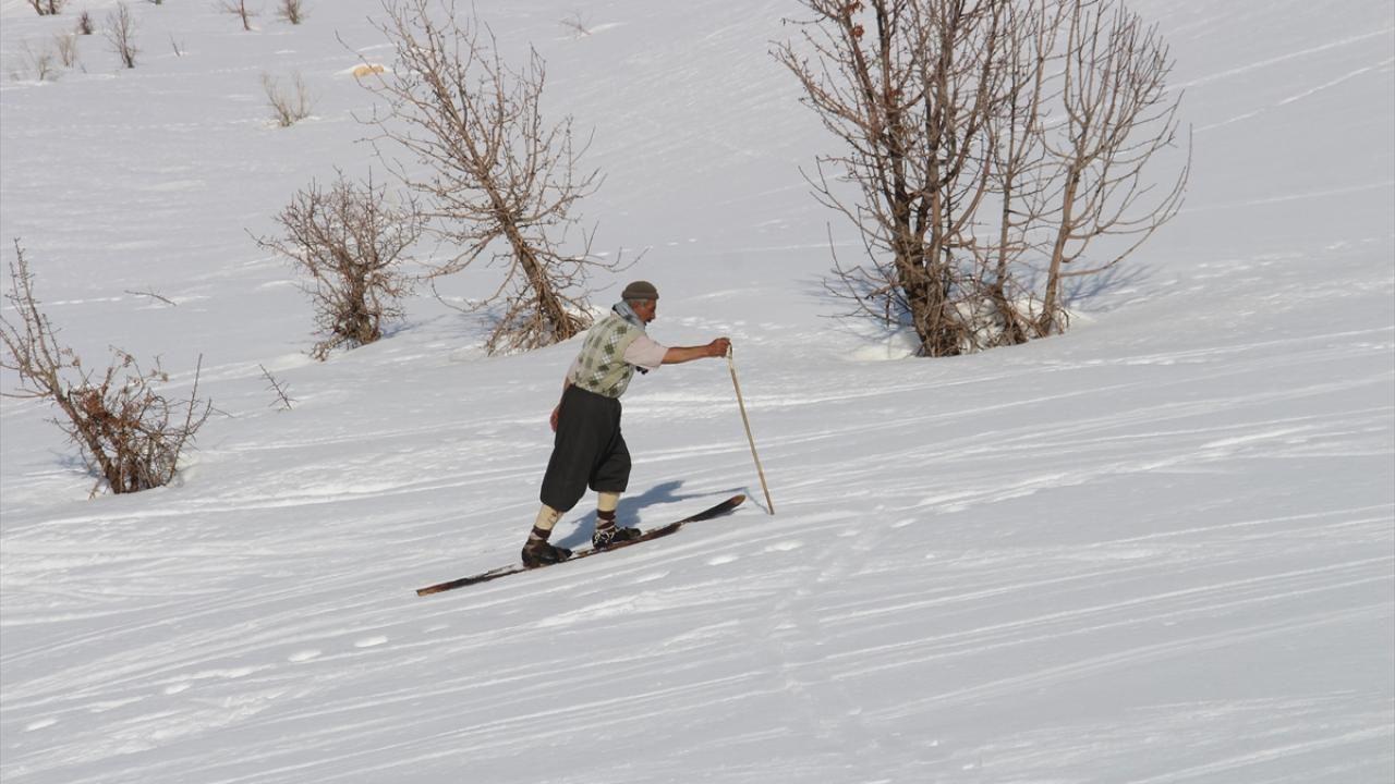 Şemdinli'ye kayağı babası getirdi, o öğretiyor - Sayfa 1