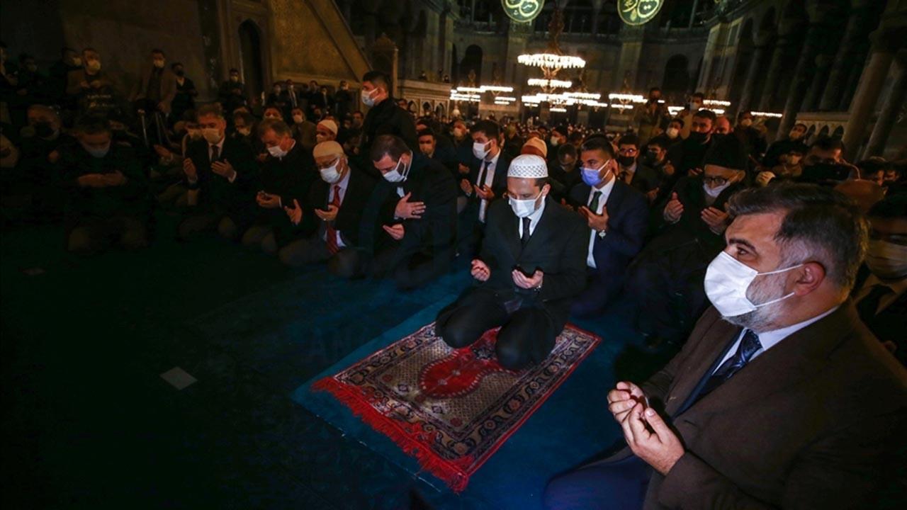 Necmettin Erbakan Ayasofya Camii'nde anıldı