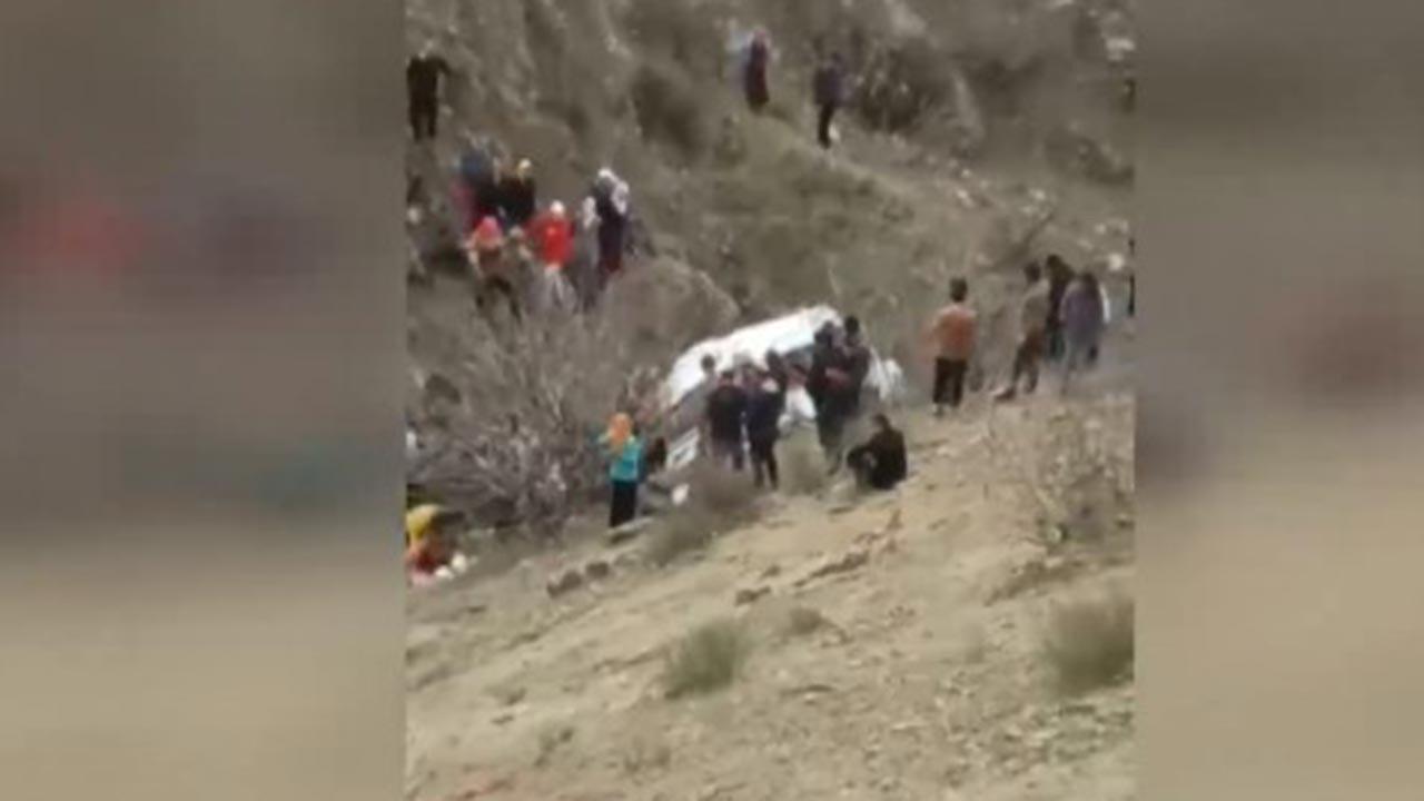 Öğrenci servisi uçurumdan uçtu, ölü ve yaralı var