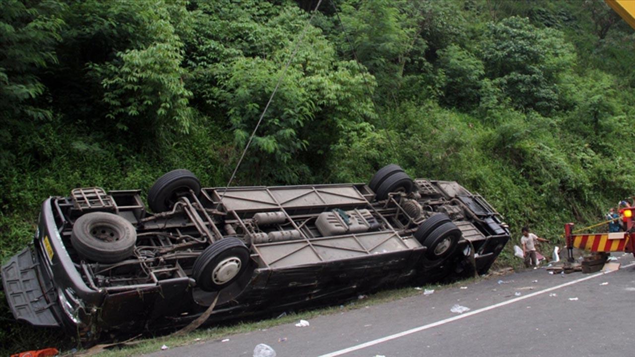 Endonezya'da katliam gibi kaza 27 ölü