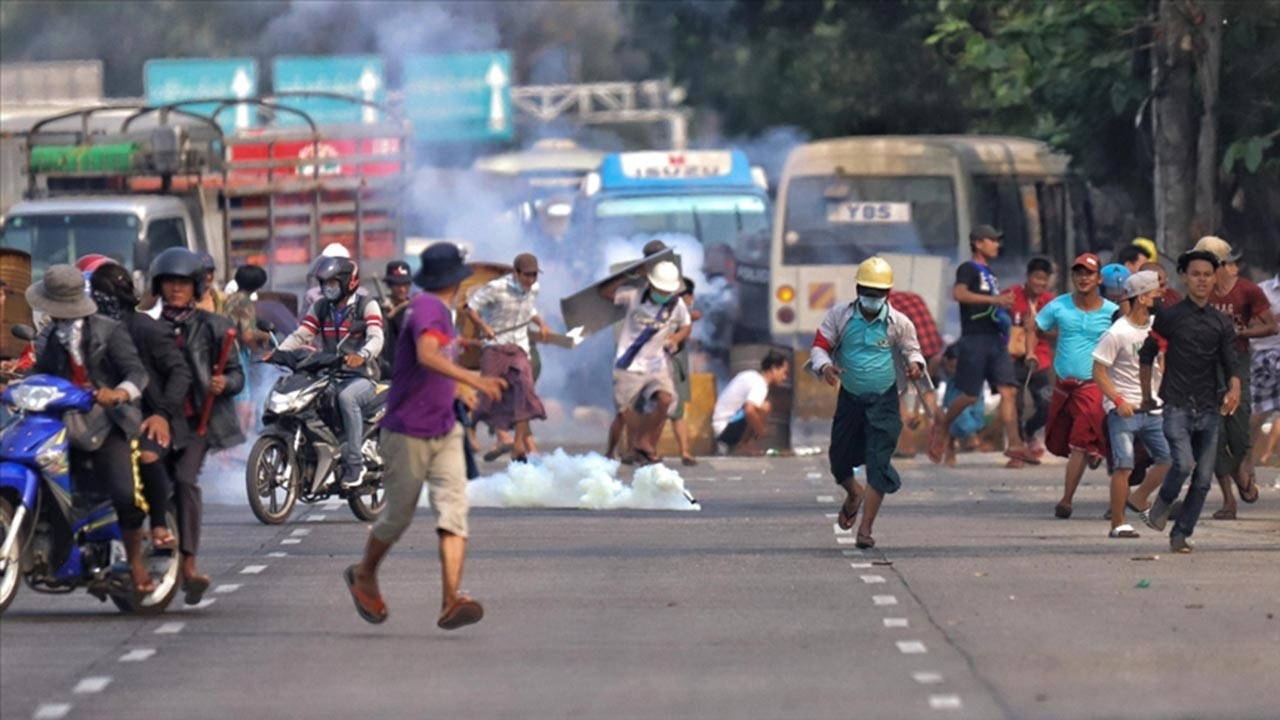 Myanmar'da darbe karşıtı gösteriler şiddetleniyor