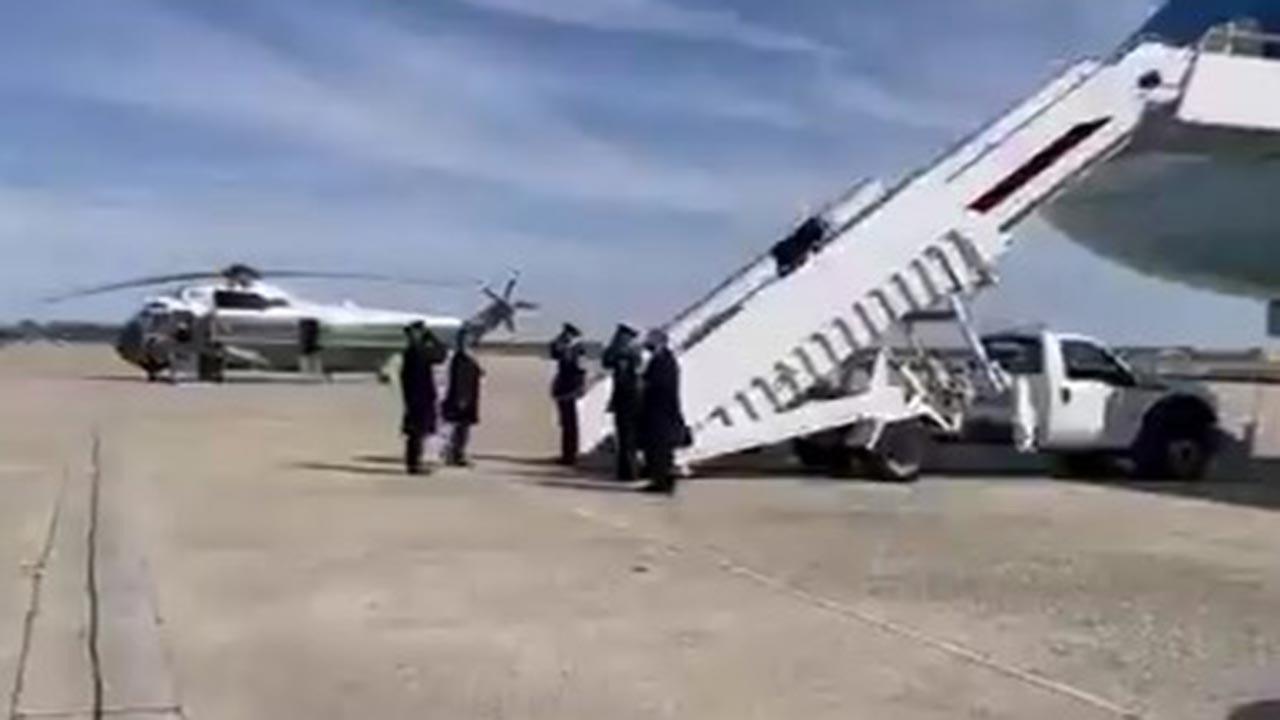 Biden uçak merdiveninde 3 kez düştü