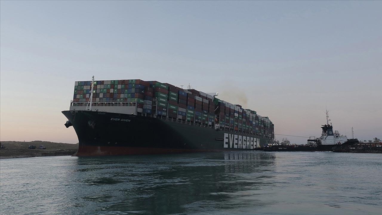 Mısır kanalı tıkayan dev gemiye el koydu