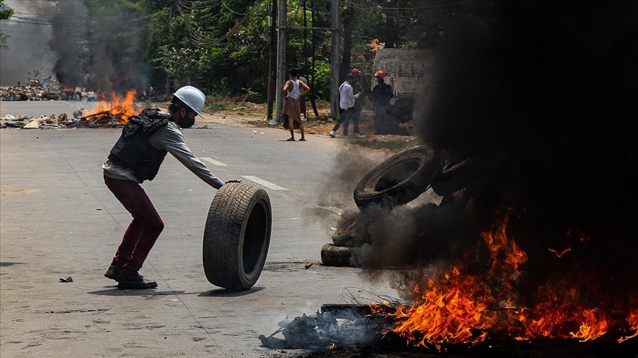 Protestocular polis karakolunu bastı, 7 ölü