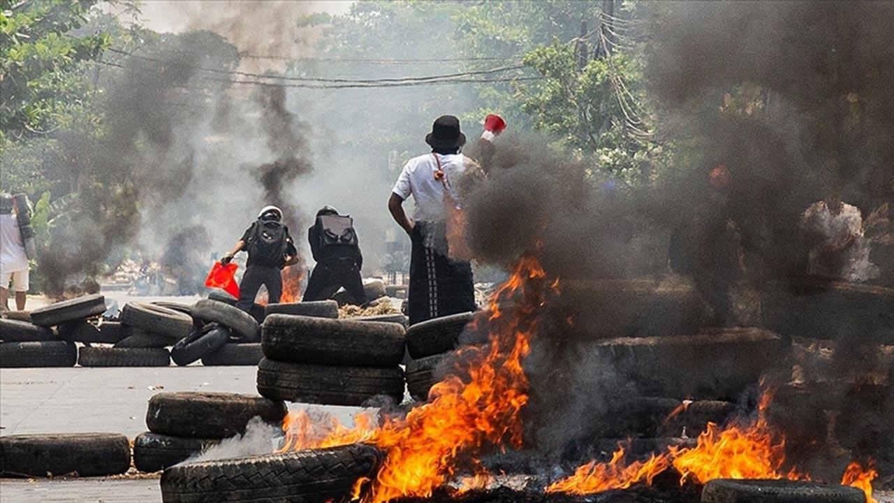 Myanmar cuntası katliam yaptı