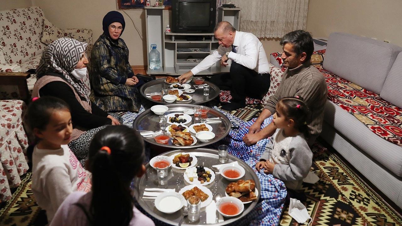Erdoğan çifti vatandaşın sofrasına misafir oldu