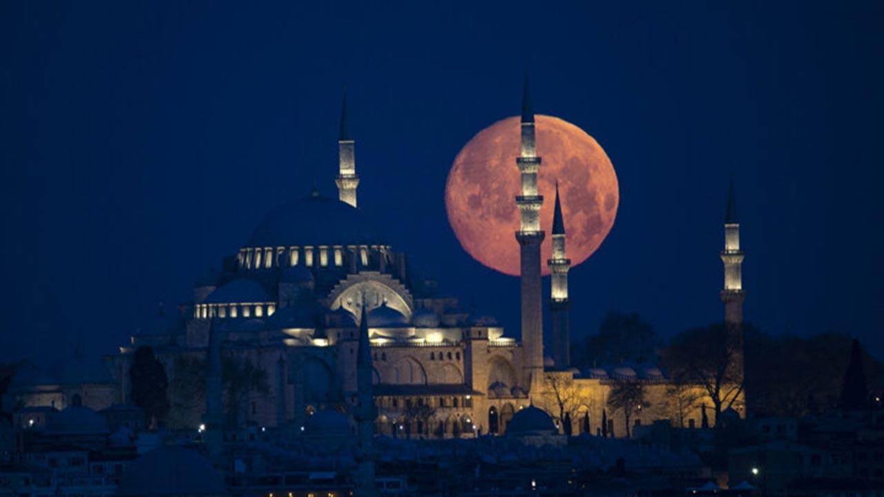 İstanbul'da muhteşem ay görüntüleri