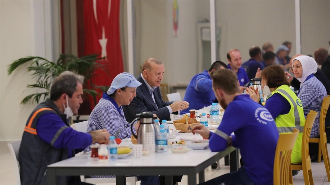 Erdoğan işçilerle iftar sofrasında buluştu