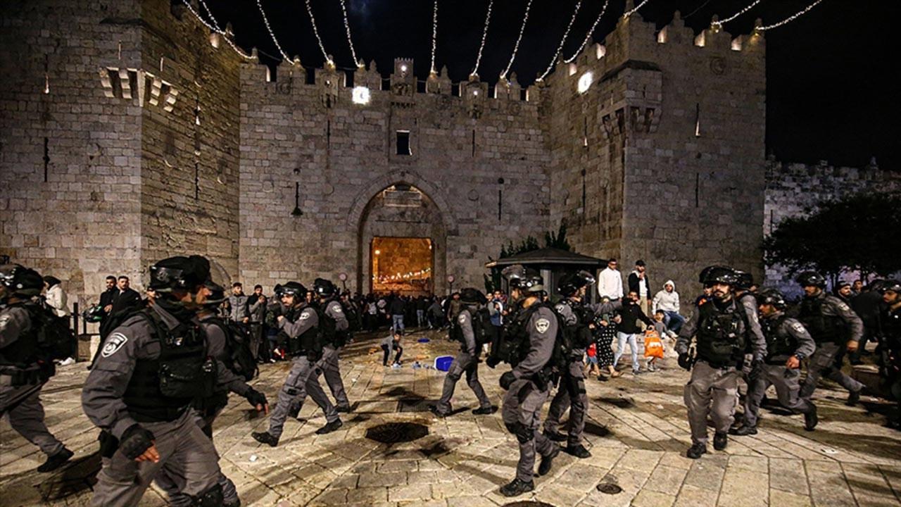 İsrail Kadir Gecesi Filistinliler'e saldırdı