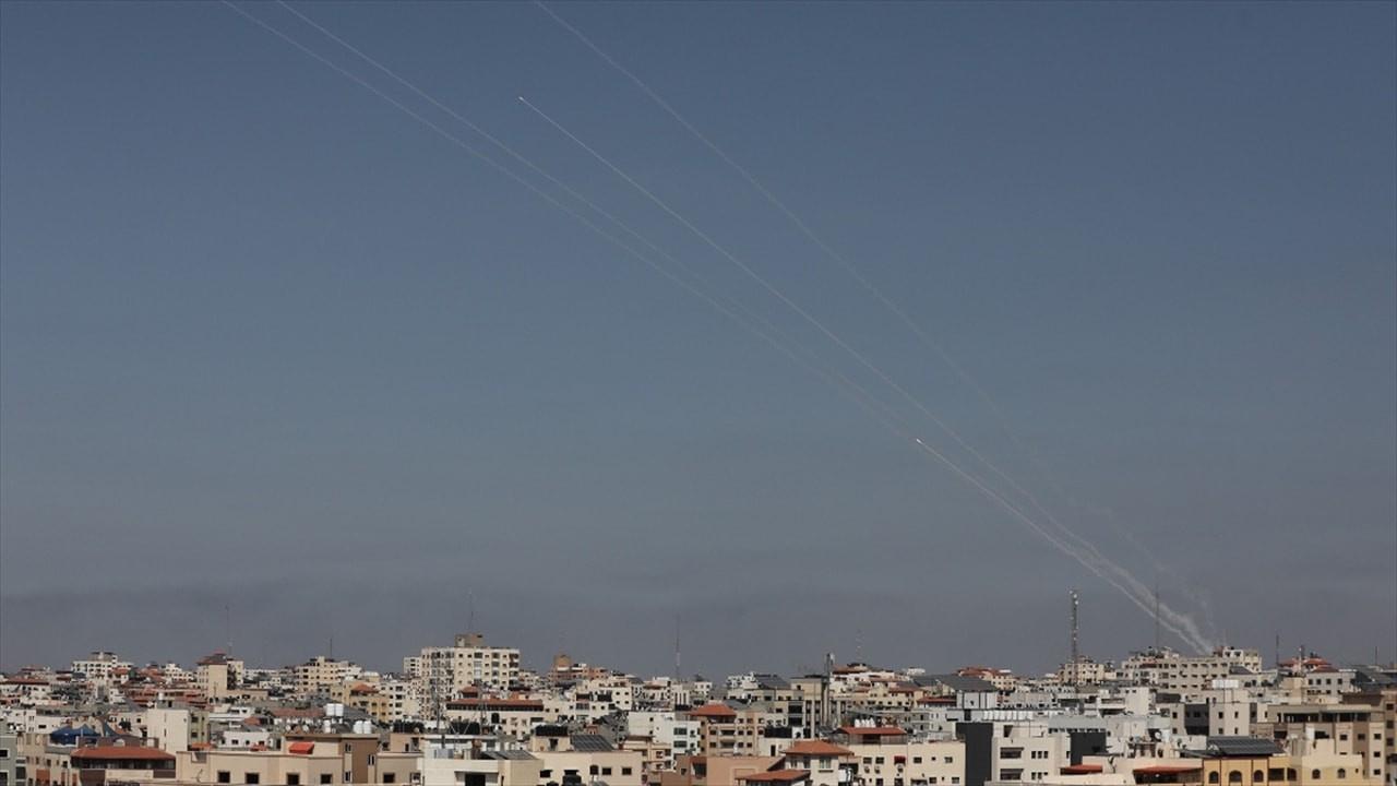 İsrail'e ait gaz tesisi ile askeri yığınak vuruldu