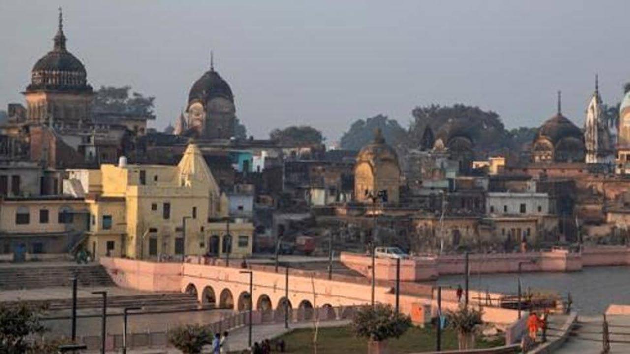 Hindistan'da cami yıkımı gerginliği