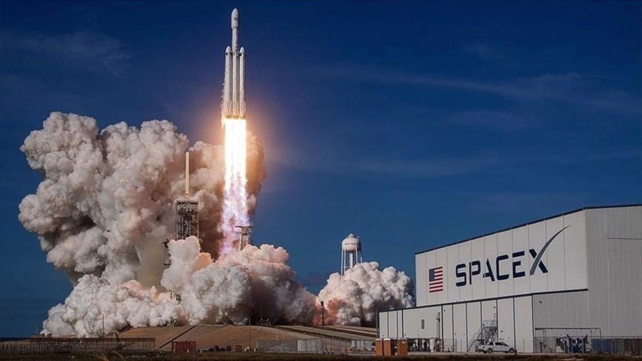 SpaceX Dragon kargo mekiğini gönderdi