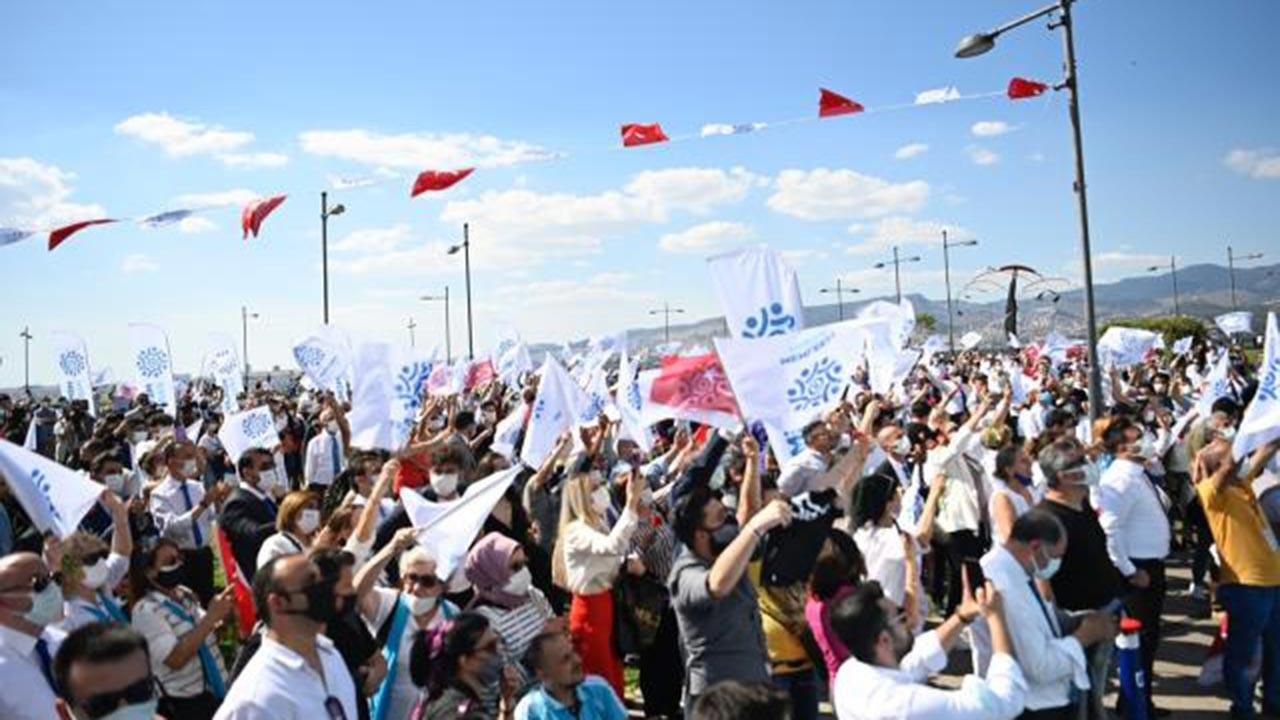 Muharrem İnce İzmir'de gövde gösterisi yaptı