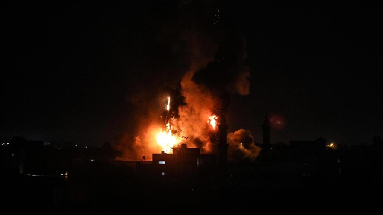 İsrail ordusu Gazze'ye saldırdı