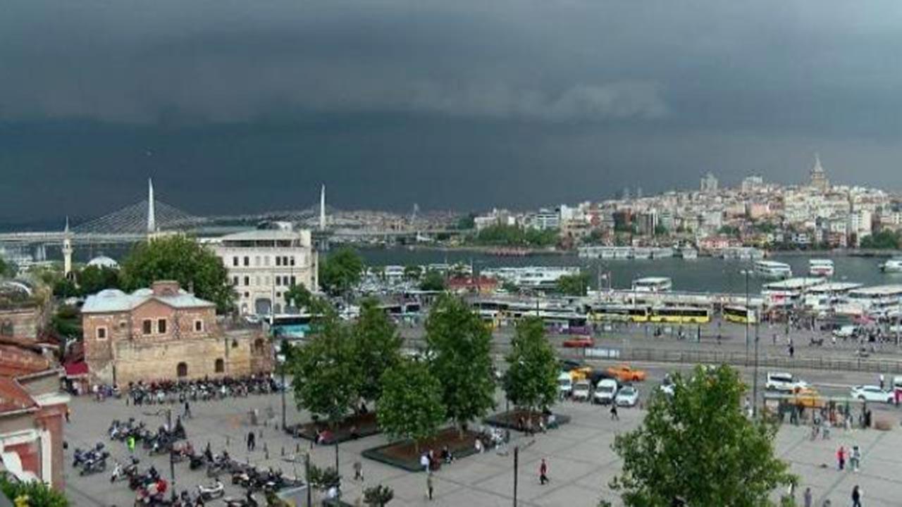 İstanbul'un üzerine kara bulutlar çöktü
