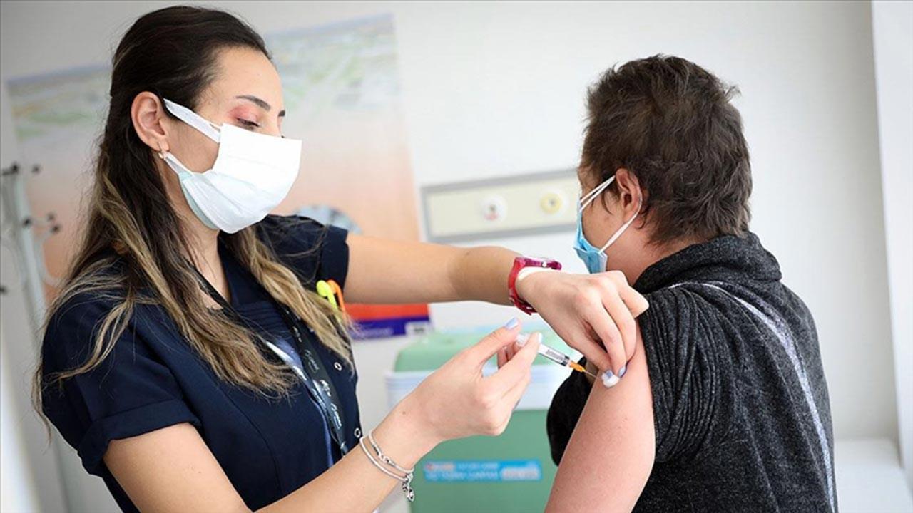 Özel hastanelerde covid aşısı ücretli mi