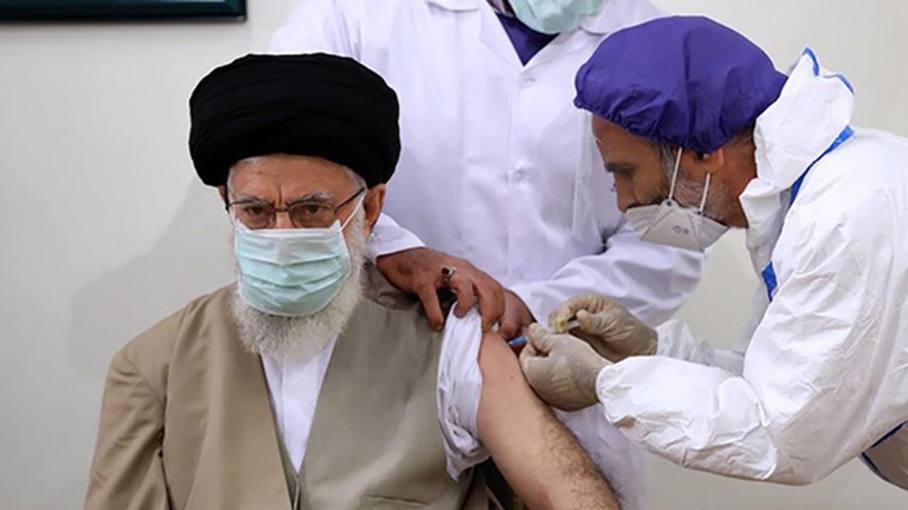 İran yerli aşısının ilk dozunu yaptırdı