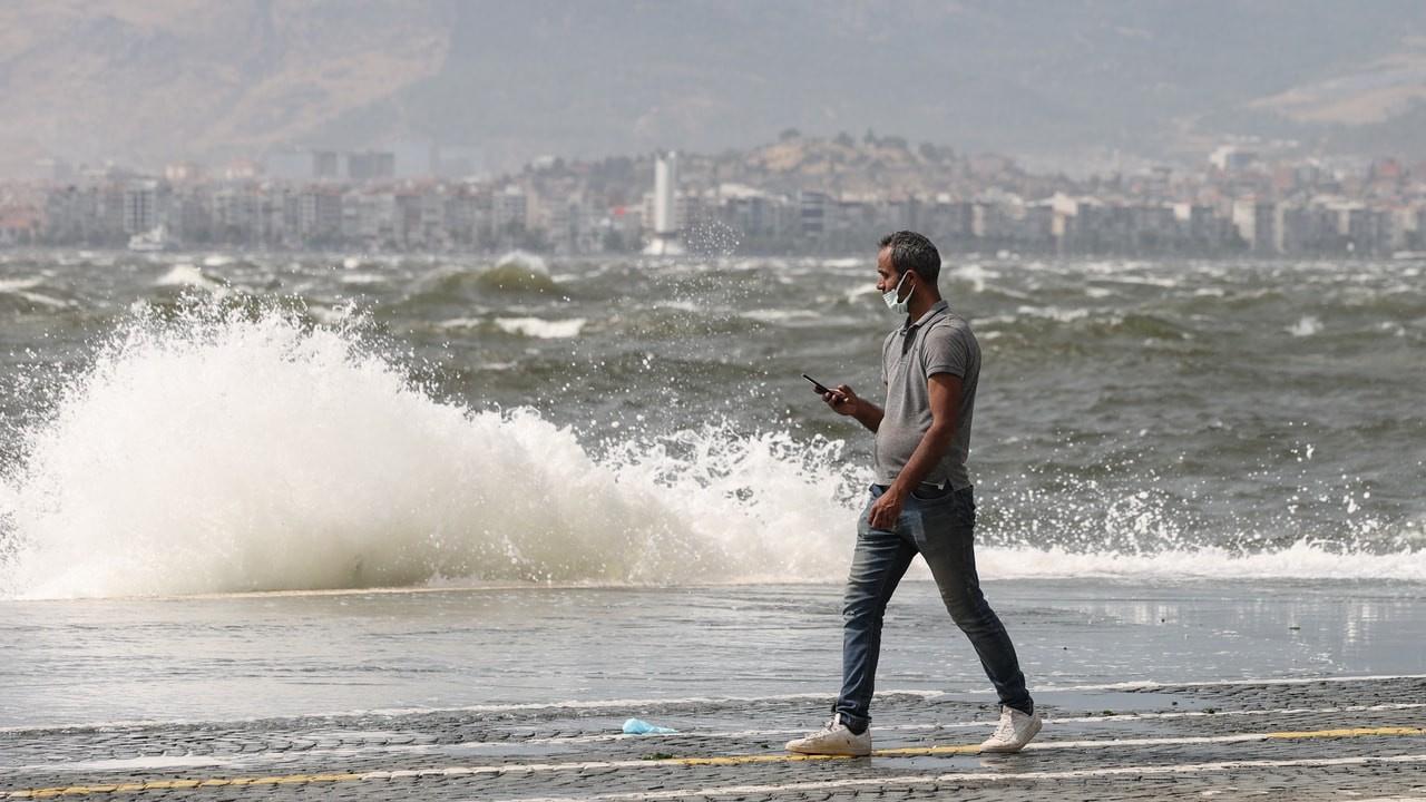 İzmir'de kuvvetli fırtına alarmı