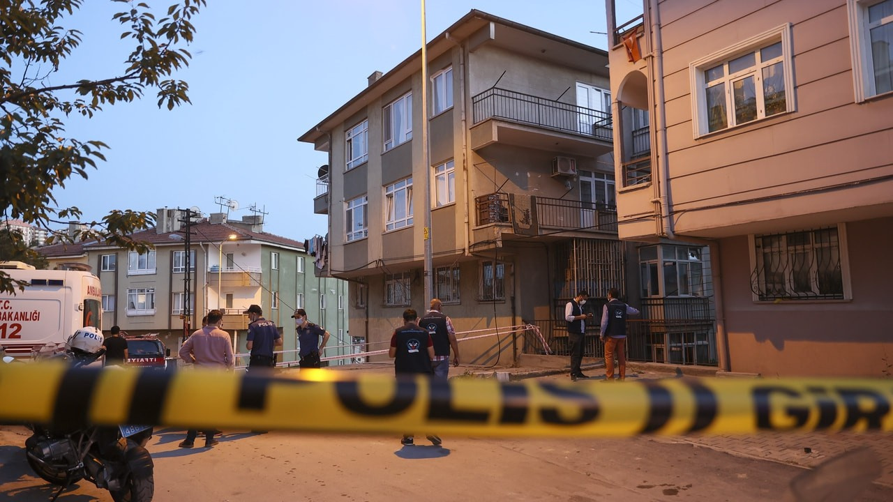 Ankara'da istinat paniği, 5 bina boşaltıldı