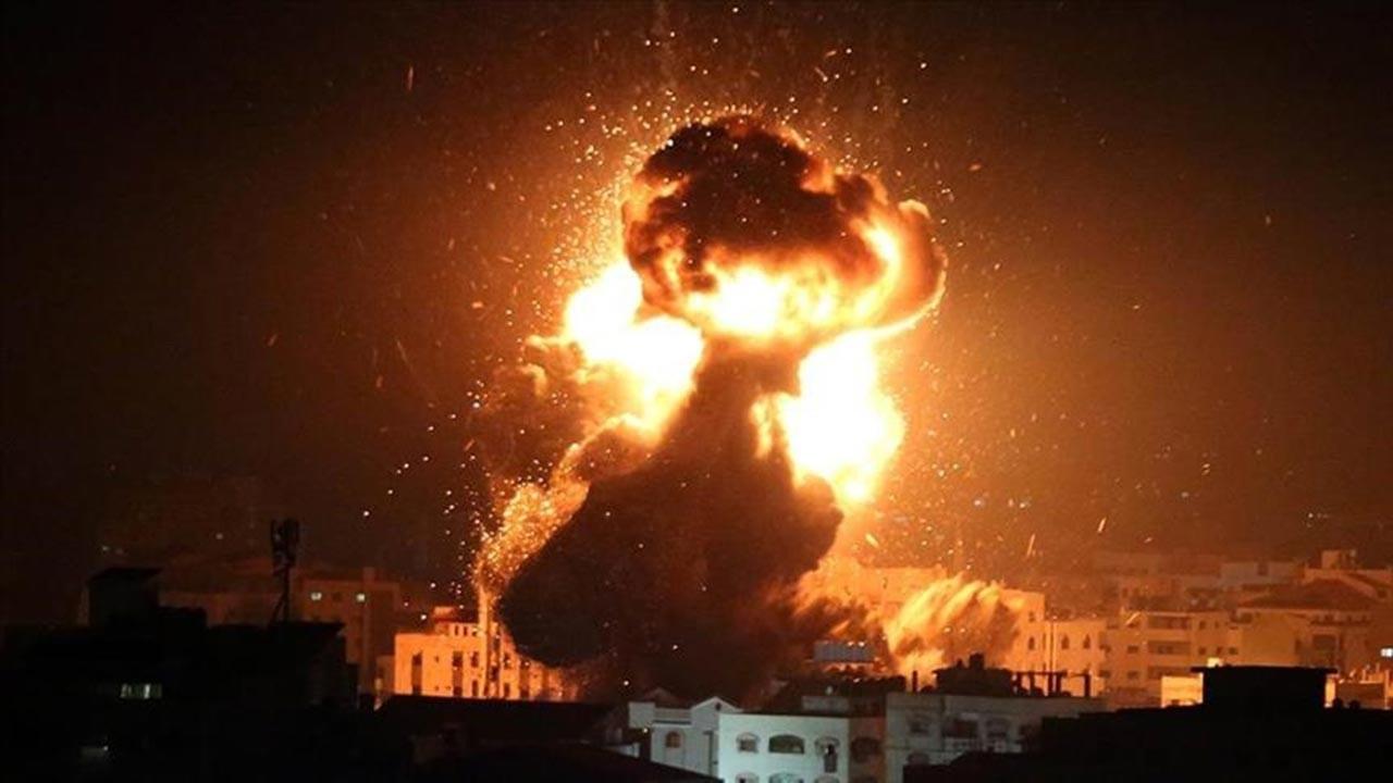 İsrail gece yarısı yine Gazze'ye saldırdı