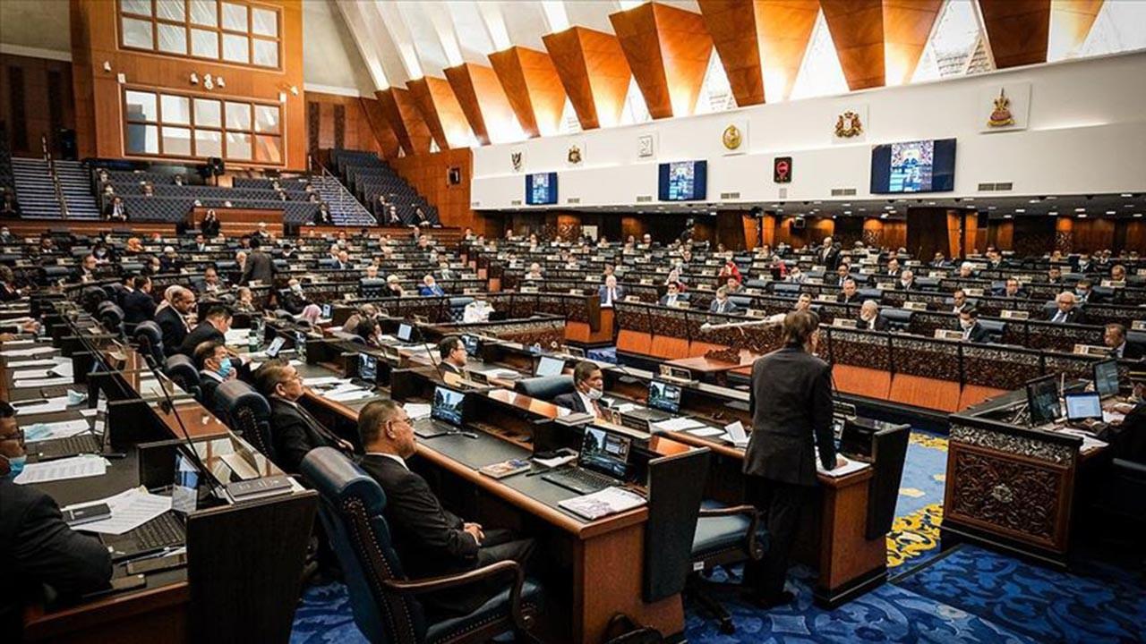Malezya'da Meclis krizi derinleşiyor