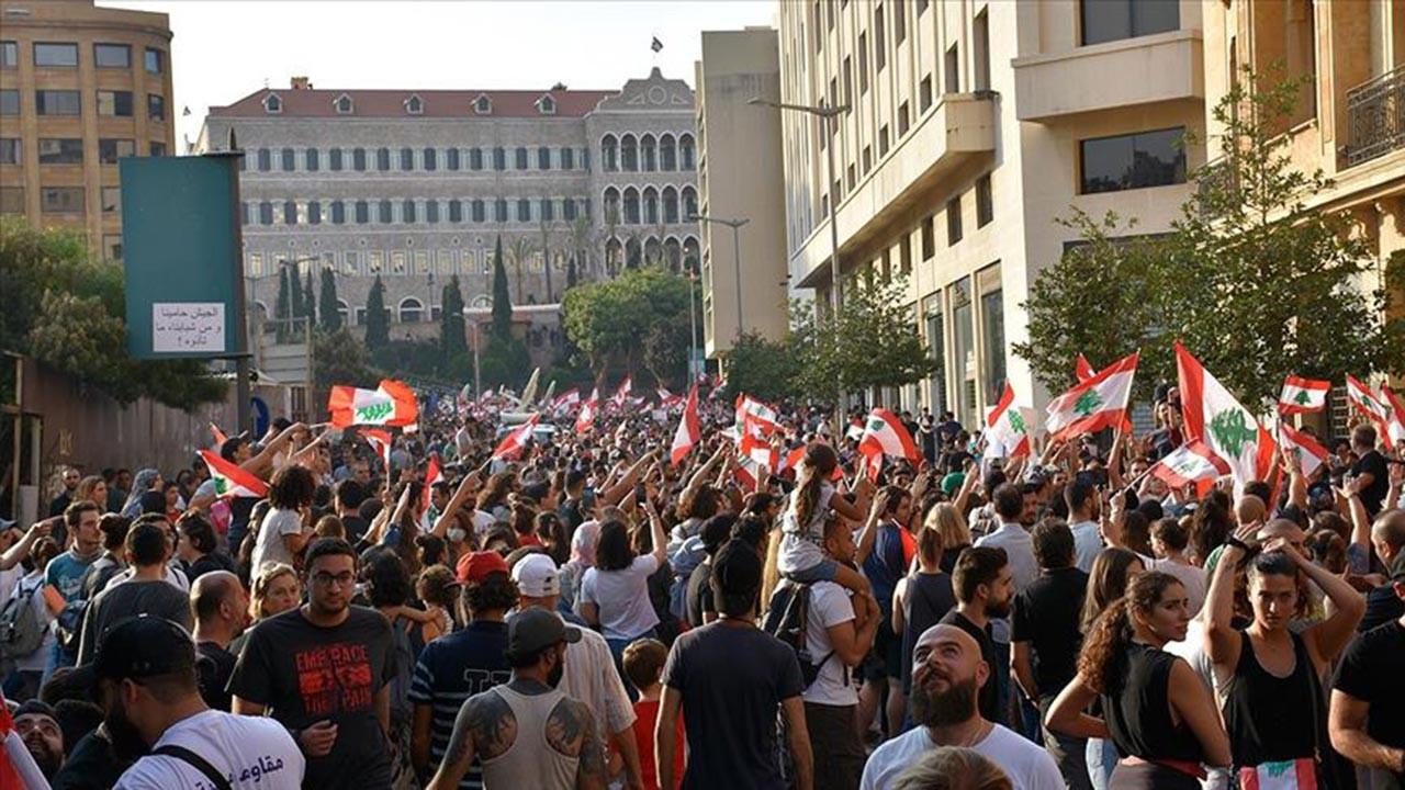 Fransa'nın Lübnan üzerine oyunu sertleşiyor