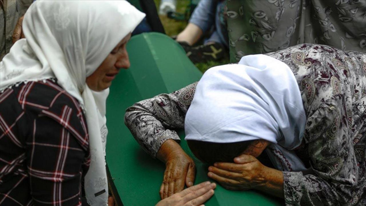 Srebrenitsa'da ağıtlar ve dualar yükseldi