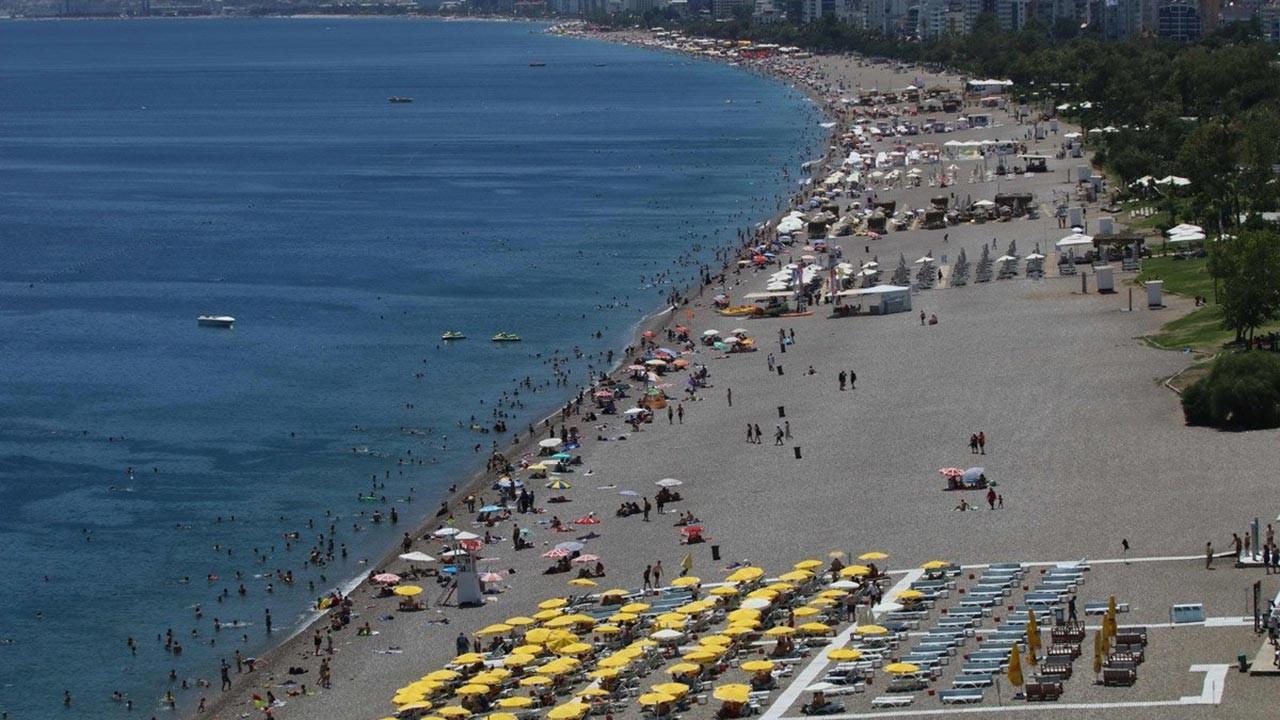 Tatilde 1 milyon kişi sahillere akın ediyor