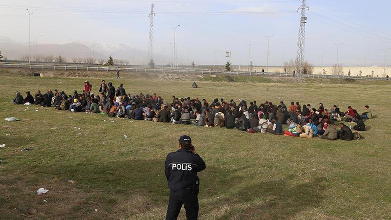 İran sınırına duvar, hendek ve kuleler geliyor