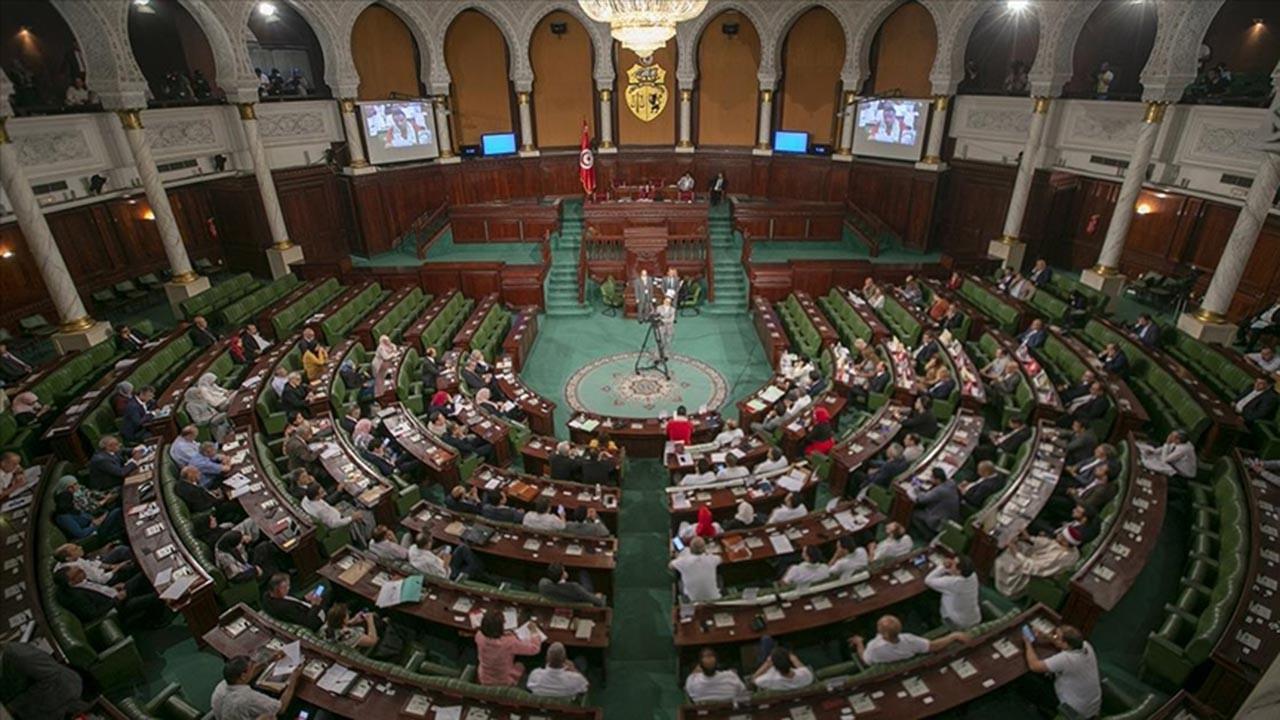 Tunus Meclisindeki partiler darbeye ne diyor?
