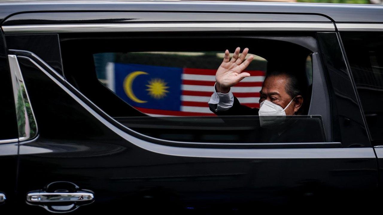 Malezya'da hükümet krizi, başbakan istifa etti