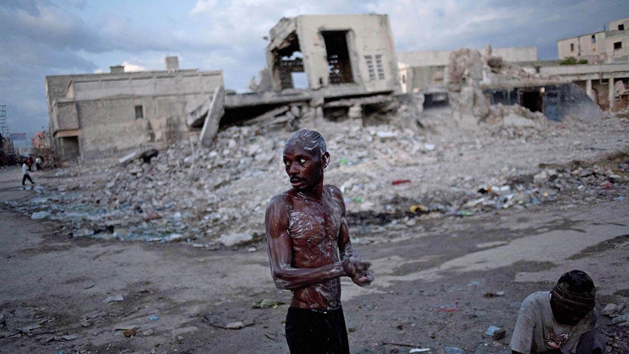 Haiti depreminde can kaybı 1297'yi geçmiş durumda
