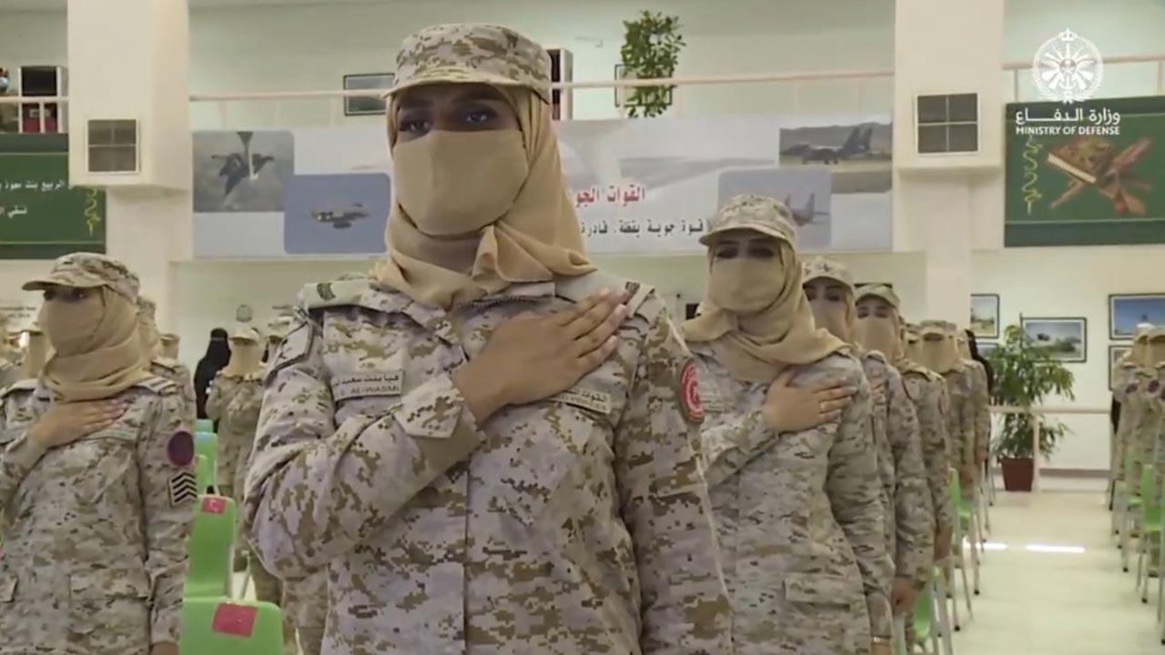 Suudi Arabistan'ın ilk kadın askerleri görevde