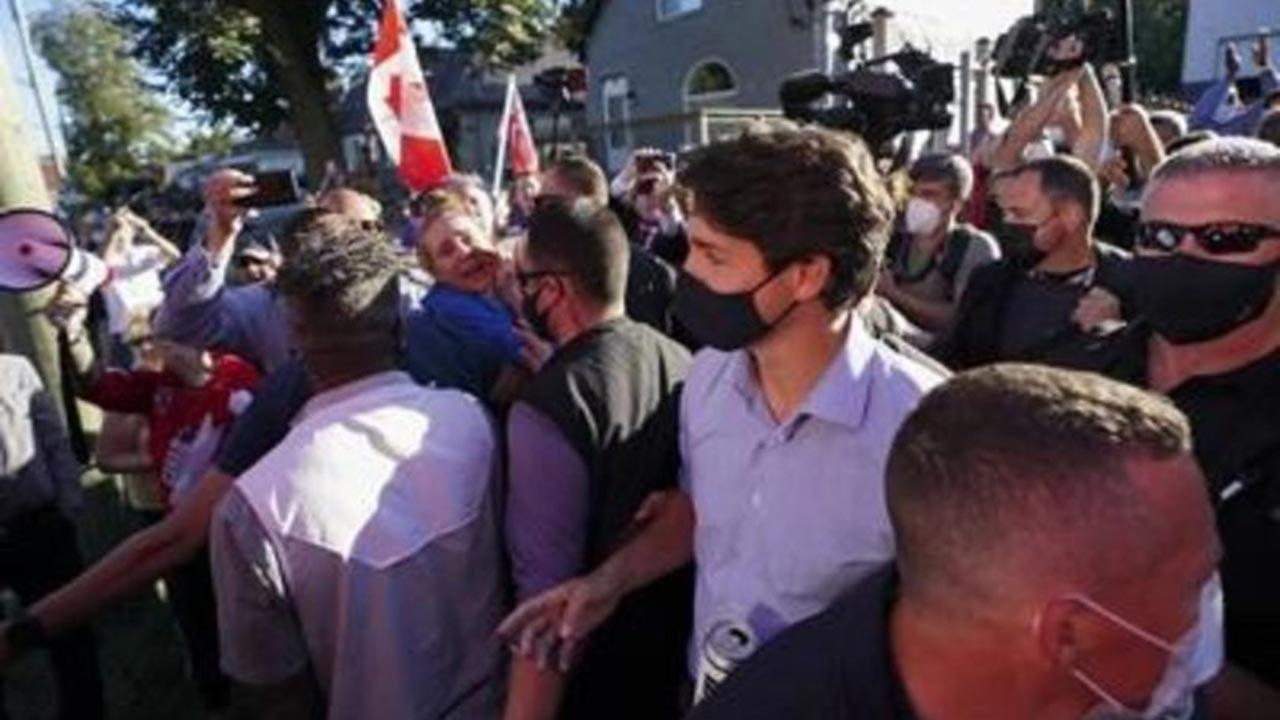 Kanada Başbakanı Trudeu'ya taşlı saldırı