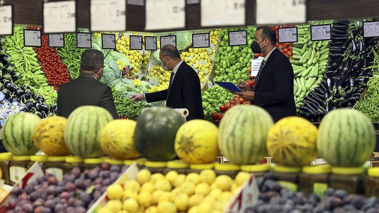 """Bakanlıktan marketlere """"fahiş fiyat"""" baskınları"""