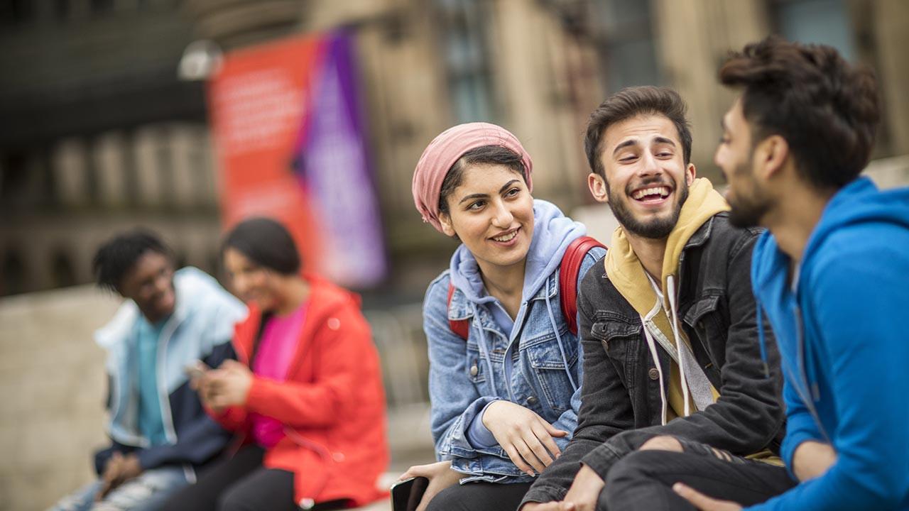 İngiltere'de üniversite okumak İngiltere'de eğitim Oxford, Cambridge üniversiteleri şartları?